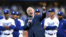 Legendario locutor que narró 67 temporadas de los Dodgers está en el hospital