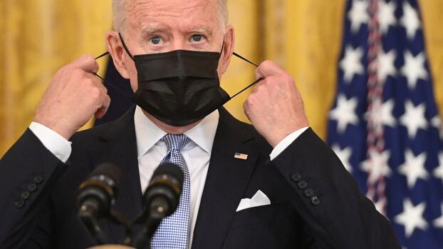 Exigir vacunas a trabajadores federales no será tan sencillo: desafíos que enfrenta la orden de Biden