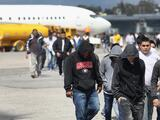 Gobierno de Biden reanuda las deportaciones aceleradas de familias migrantes