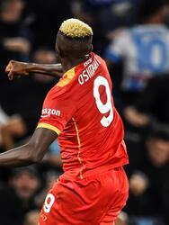 Napoli empata 2-2 ante el Leicester City durante la primera fecha de la fase de grupos en la UEFA Europa League. Ayozé Pérez abrió el marcador para los locales al minuto 9' y, hasta la segunda mitad, Harvey Barnes (64') sumaba el segundo; Victor Osimhen hizo el doblete para los 'azzurri'; 'Chucky' Lozano fue titular en el encuentro.