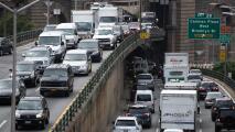 """""""Ya debemos sentirnos seguros"""": carreteras en Nueva York, colmadas de viajeros por el 4 de Julio"""