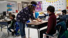 Condado de Broward está considerando implementar el uso de mascarillas para empleados de escuelas