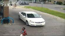 Niña escapó de un ladrón en una gasolinera, pero su madre pensó que algo peor había ocurrido
