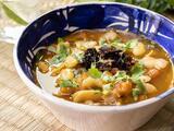 Sopa de habas con chile pasilla (fácil de hacer y vegana)