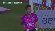¡Liquidaban la serie! Raúl Gudiño mantiene con vida a Chivas ante León
