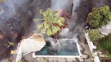 El impresionante momento en que una piscina desaparece bajo la lava del volcán en La Palma