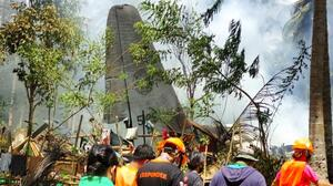 45 muertos al estrellarse un avión militar en Filipinas