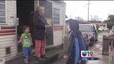 Familias en Modesto evacúan sus viviendas por los altos niveles del río Tuolumne