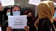 Entre burkas y prohibiciones: los cambios para las mujeres tras el regreso de los talibanes a Afganistán