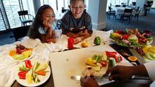 ¿Cómo evitar la obesidad y crear buenos hábitos alimenticios entre los niños? Esto debes tener en cuenta