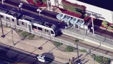 Una niña de un año de edad sufrió lesiones tras ser golpeada por un tren del metro de Los Ángeles