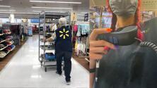 (VIDEO) Empleada de supermercado toma el altavoz para renunciar y exponer los malos tratos a los que supuestamente era sometida