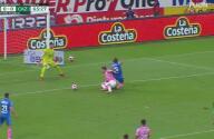 ¡Cruz Azul pedía penalti! Reclaman falta sobre Santi Giménez de Nervo
