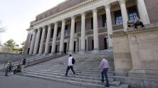 Autoridades migratorias de EEUU anuncian restricciones a las visas de estudiantes extranjeros