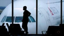 Asistentes de vuelo retoman clases de defensa personal en medio del aumento de incidentes a bordo de aviones