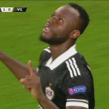 ¡Pase bombeado y golazo de volea de Owusu para el 1-0 de Qarabag!