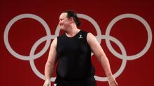 La levantadora de pesas transgénero fue descalificada por fallos