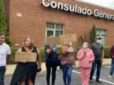Protestan frente al Consulado de México en Raleigh para exigir mejores servicios