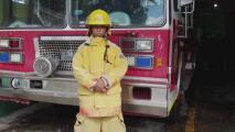 Esta joven bombera camina todos los días 5 millas para llegar a trabajar a la estación
