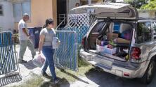 Familias de Florida se desplazan a los albergues en busca de protección ante el huracán Irma