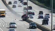 Video: Un conductor pierde el control su camioneta y causa caos en una autopista de Wisconsin