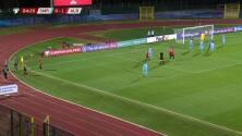 ¡GOL!  anota para Albania. Frederik Veseli