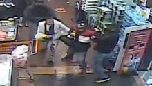 Empleados son acuchillados durante una pelea con ladrones en supermercado de El Bronx