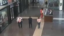 A este juez se le cayó un arma en pleno tribunal y ahora es él quien enfrenta cargos