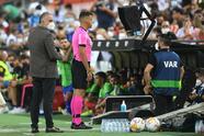 El solitario gol de Carlos Soler desde los once pasos le da la victoria 1-0 a Valencia sobre Getafe.
