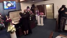 Familiares y amigos asisten al funeral de Christina Matos, estudiante asesinada en Raleigh