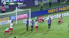 ¡CERCA! Unai Bilbao Arteta disparó que se estrella en el poste.