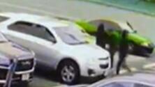 Una mujer recibe 23 disparos mientras estacionaba su auto y sale con vida