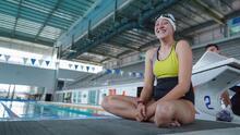 """""""No esperaba llegar tan lejos"""": una nadadora paralímpica hispana se convierte en una princesa de Disney"""