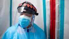 """""""El coronavirus es una enfermedad que ha sido politizada"""": médico en Texas que está en la primera línea de batalla"""