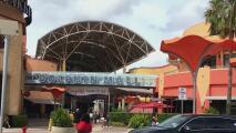 Arrestan a un hombre acusado de mostrar sus partes íntimas en un baño del Dolphin Mall