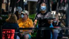 Las reacciones de comerciantes en Chicago a la orden del uso obligatorio de la mascarilla en interiores