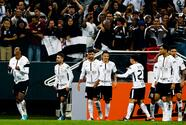 Multan a jugador de Corinthians por usar botínes 'del Palmeiras'
