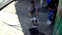 Cámara capta a un hombre que dispara a quemarropa a un joven en bicicleta en Brooklyn