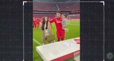 ¡Como ídolo! Edson Álvarez firma renovación con miles de fans