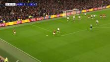 ¡GOL!  anota para Manchester United. Cristiano Ronaldo