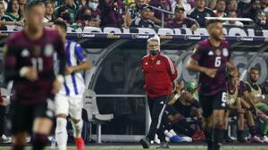 Tras el doloroso tropiezo en Copa Oro, Femexfut cobija al 'Tata'