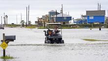 Nicholas avanza lentamente sobre Texas y Louisiana dejando fuertes lluvias, inundaciones y cortes de electricidad