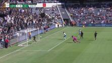 ¡Llegó en el último momento! Hwan salva en la línea a LAFC