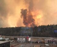 Un incendio forestal en Canadá provoca la evacuación de 80 mil personas