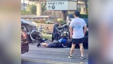 Oficial se lanza al suelo para ayudar a mujer que quedó atrapada tras accidente de tránsito