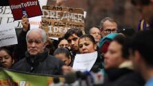 ¿Qué sigue para los dreamers tras la decisión de un juez federal de mantener vigente DACA?