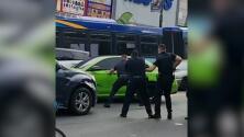Escena caótica: Auto huye de la policía, choca contra 7 vehículos y deja 14 heridos en El Bronx