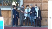 El momento en que Bill Clinton abandona el hospital en California tras su ingreso por una infección