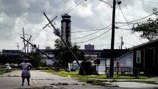 Techos arrancados, postes y árboles caídos: así es el panorama en algunos lugares de Louisiana tras el paso de Ida