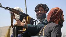 """""""Todos los que murieron ahí, ¿de qué sirvió?"""": Talibanes toman nuevamente Afganistán después de dos décadas"""